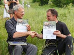 Wouter Helmer (Head of Rewilding) and Petru Vela (former mayor of the Armenis Municipality) sign a declaration on the release of European bison in the Southern Carpathians rewilding area, Romania.